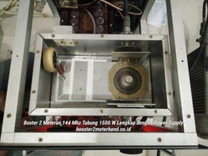 Booster 2 Meter Band 144 Mhz Tabung 1500 W Tinggal Colok Listrik